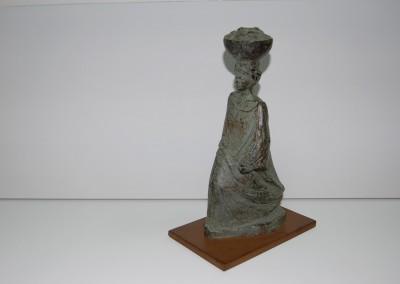 Mujer con calabaza 27 x 17 x 11 cms bronce numerado a 15